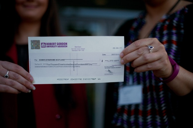 Cheque Photo4